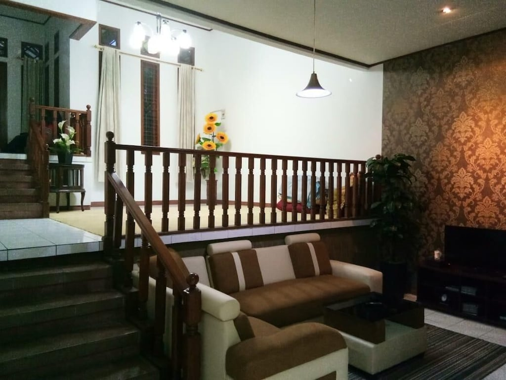 Sarimadu29 Full House (Entire Home, Breakfast, Wifi,Gazebo) - Bandung