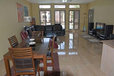 Stylish 1500 Sq Ft 2 Br Seaside Home Aqaba