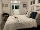 Luxurious cotton bedding, new gel top full size bed, everything you need!