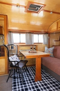 The Pendleton Living/Dinning Room The Camp RV Park Bend Oregon
