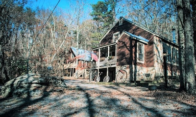 A lodge & cabin on 4 acres