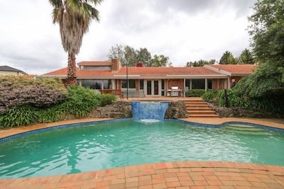 Beautiful Resort Retreat Villa in the Yarra Valley - Entertainer's delight