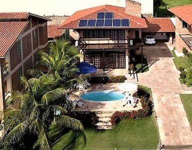 Acolhedora Casa de Praia Próx. a Fortaleza c/ Piscina, churrasq, Internet, SKYTV
