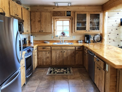 Fully Equipped Kitchen that includes dishwasher!