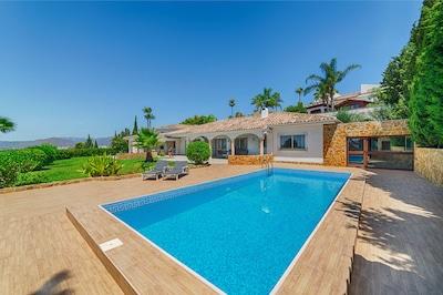 Villa con vista maravillosa y excelente ubicación.