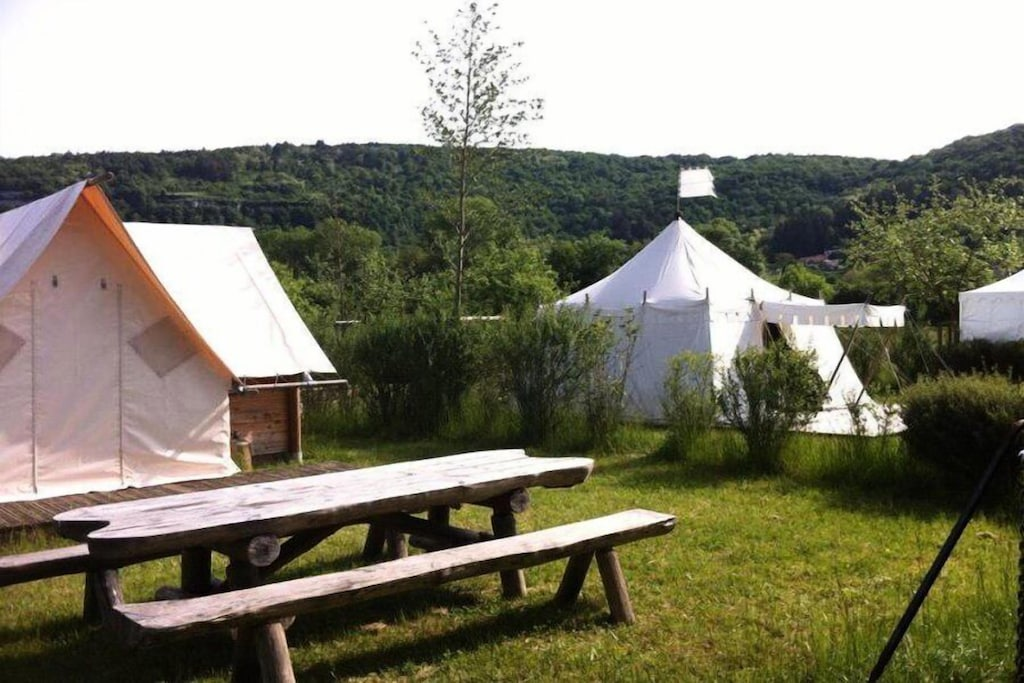 Location de vacances - Camping Ecologique la Roche d'Ully**** - Lodge Canadienne 3 Pièces 4 Personnes Sans Sanitaires - Ornans