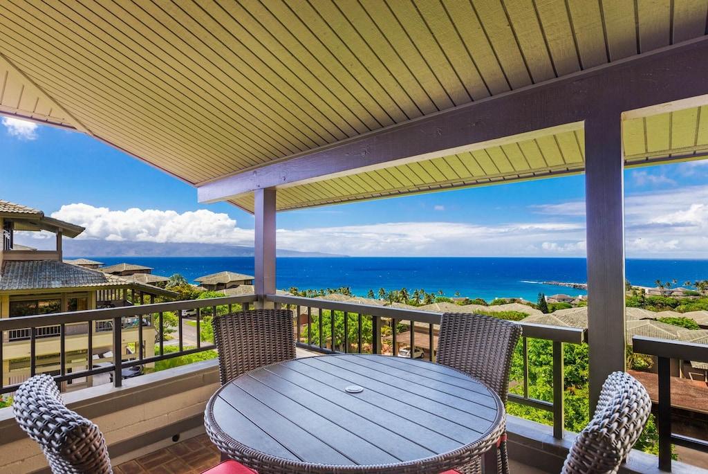 Terrace of a corner condo in West-Maui