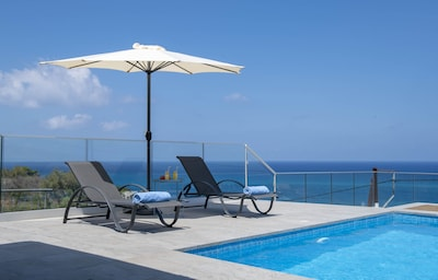 Relax by the pool, facing amazing seaviews!