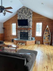 Upper level living/tv area