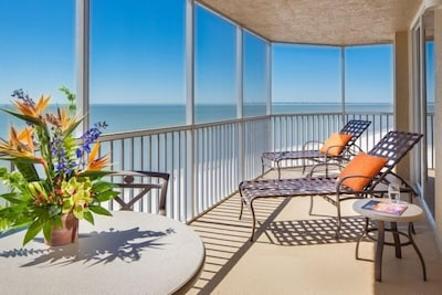 Dreamy Beach Vacay! Gulf View 1BR Family Suite, Balcony, Pool, Hot Tub, Parking!