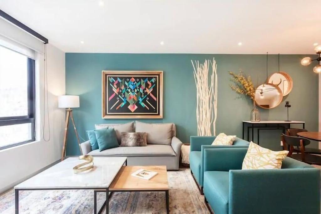 VRBO Mexico City: Art Deco style decor in a living room