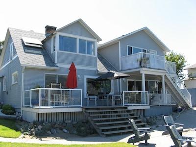Lakefront cabin, downtown Kelowna