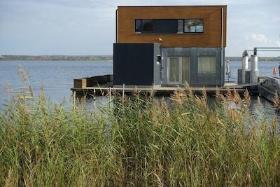 Schwimmendes Ferienhaus auf dem See - Möwe1