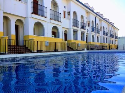 Apartamento con piscina, cómodo, práctico y completo. Excelente puesta de Sol.