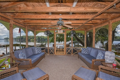 Enjoy our comfy screened in porch. Perfect for relaxing!