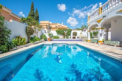 ¡¡¡NUEVO!!! Villa, piscina climatizada, jacuzzi- 5 minutos a pie de la playa, cerca de Puerto Marina