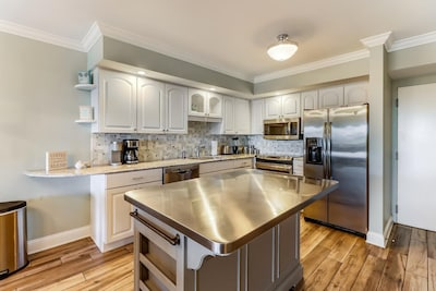 Kitchen fully renovated and updated