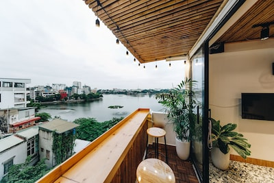 lovely bar with Romantic lake view- the common space.