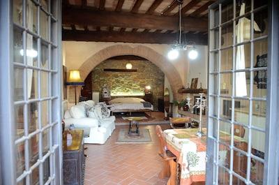 Un appartement confortable dans un village italien médiéval