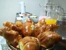 Desayuno buffet continental gratis, disponible desde las 4:30 hasta las 8:00