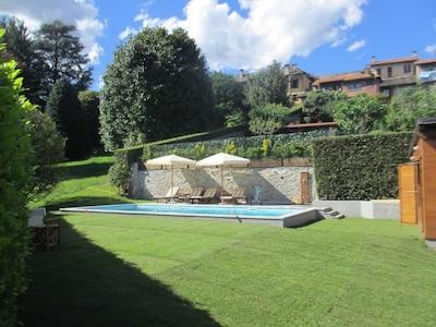 Ca. 10.000 m² großer Park mit Pool