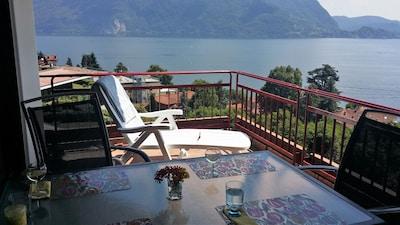 Ca. 15 m² großer überdachter Balkon mit gigantischer Sicht auf den See