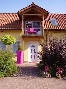 Kamerun Nr.FÜNF Hausansicht, eigener Balkon, eigene Terrasse vor dem Haus