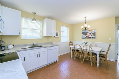 Kitchen  with Table, seats 6