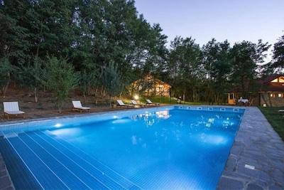 vue piscine et chalets: Blue View à gauche, Green View à droite