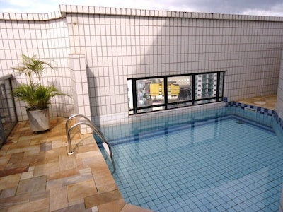 Cobertura com piscina e churrasqueira ambos de uso exclusivo,  vista para o mar