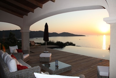 VILLA,vue, terrasse piscine