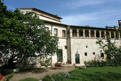 The Apartment Iride is on the front of the House www.leloggedisilvignano.it