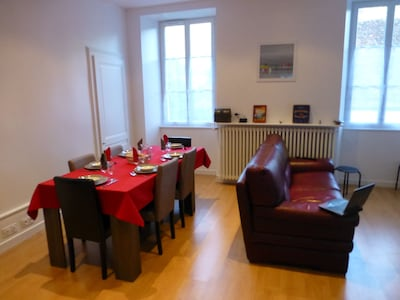 Living room - Table up to 6 guests - Quality leather sofa