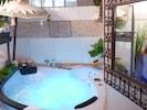 Salle de bain avec baignoire balnéo...jets massants et/ou  bulles pulsées