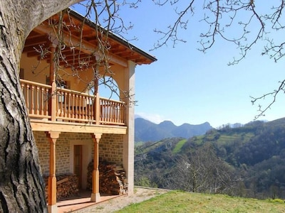 Facade of the house with fantastic views of the mountains.