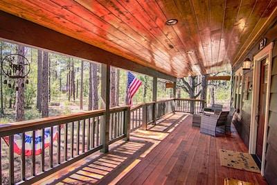 Spacious & cozy front porch!