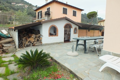Grillhaus mit Terrasse