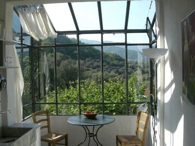 Blick in die Seealpen vom Panoramafenster der Küche