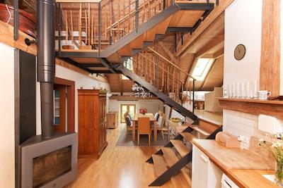 Treppenkonstruktion mit Loft-Charakter und mehreren Wohnebenen