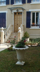 'Rive Droite' A deux pas de Paris avec jardin 'Comme à la Maison'