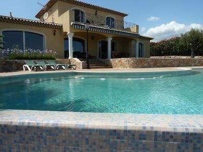Villa provençale très lumineuse avec superbe vus sur baie canne îles de Lerins