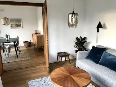 Wohnung 1 - Wohnzimmer/ Blick ins Esszimmer