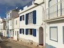 Das Casa Valeria in einer typisch portugiesischen Dorfstraße (Sackgasse)