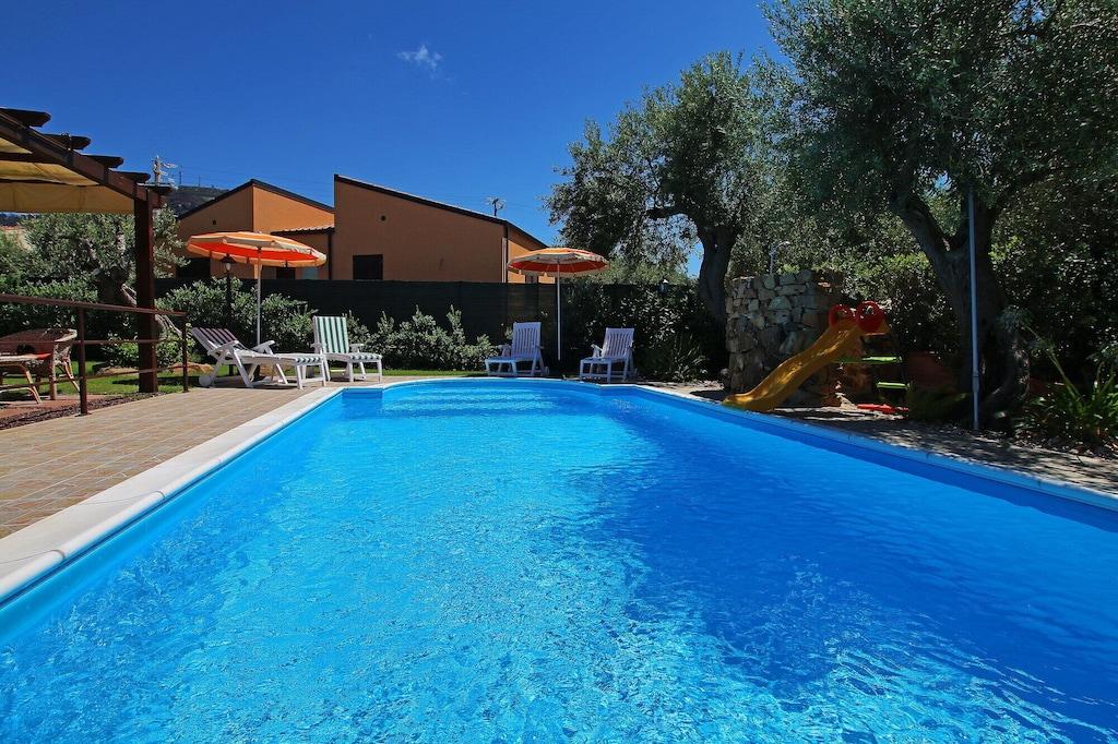 Piscine privée, grand jardin, terrasse, climatisation, Wi-Fi, près de la mer. - Capo