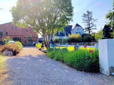 Der Hof mit 4 Ferienwohnungen, nur 400 Meter von der Ostsee