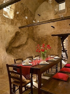 Casa dell'Arco, dining room