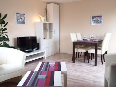 SAMSON: Wohn-und Eßbereich mit Fernseher