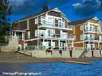 Nicest townhouse in the complex. Private 52 foot dock.