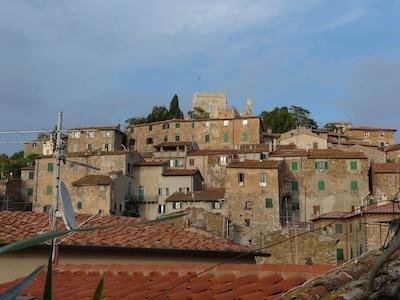 Toscana Mediterranea, Charming House nel borgo medievale, per 4 persone