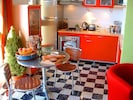 The attractive kitchen / dining area - 'Beachcomber'